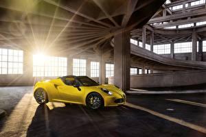 Картинка Альфа ромео Желтых Сбоку Лучи света 4C spider автомобиль