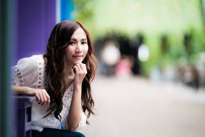 Bilder Asiaten Bokeh Braunhaarige Blick Hand
