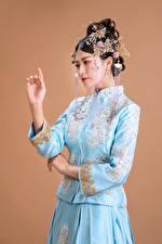 Hintergrundbilder Asiatische Schmuck Pose Hand Mädchens