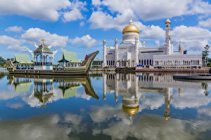 Wallpapers Boats Mosque Rivers Palace Tower Reflection Clouds Brunei, Omar Ali Saifuddien Mosque