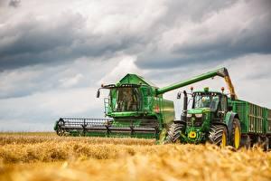 Fonds d'écran Moissonneuse batteuse Champ Tracteur agricole Travail