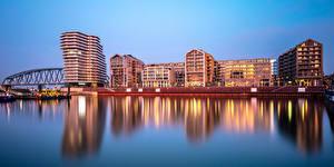 Hintergrundbilder Finnland Helsinki Gebäude Fluss Brücke Abend Städte
