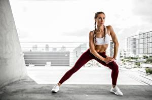 Bureaubladachtergronden Fitness Poseren Handen Benen Fysieke training Jonge_vrouwen