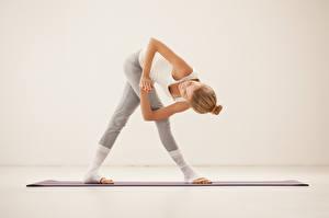 Hintergrundbilder Fitness Pose Dehnübungen junge frau