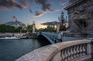 Обои Франция Речка Мост Дома Речные суда Вечер Париже Pont Alexandre III, Seine River