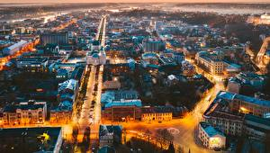 Sfondi desktop Edificio Serata Lituania Kaunas Vista dall'alto Città