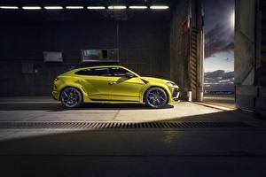 Fotos & Bilder Lamborghini Seitlich Gelb Crossover Metallisch Urus SSUV Autos