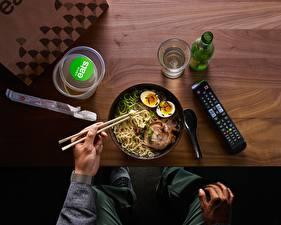 Bureaubladachtergronden Vleesproducten Eetstokjes Bord maaltijd Eieren Macaroni Voedsel