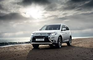 Fotos & Bilder Mitsubishi Weiß Vorne Outlander Autos