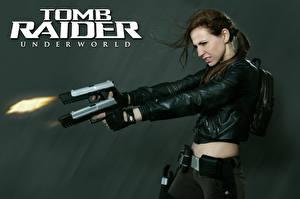 Fotos Pistole Tomb Raider Underworld Schuss Jacke Hand Lara Croft Cosplay computerspiel Mädchens