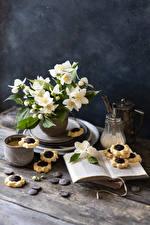 Bureaubladachtergronden Stilleven Jasminum Koekjes Koffie Cappuccino Chocolade Boek Mok Beker bloem Voedsel
