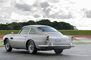 Photo Aston Martin Gray Metallic Asphalt DB5 Goldfinger Continuation, 2020 automobile