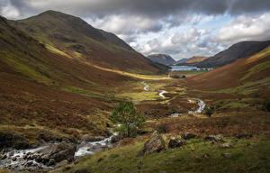 Bureaubladachtergronden Engeland Berg Stenen Beekje Een dal Lake District, Buttermere Natuur