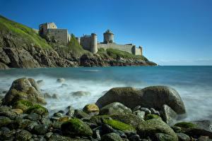 Bakgrunnsbilder Frankrike Kyst Stein Festning Klippe Fort La Latte, Brittany Natur