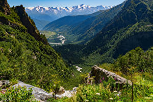 Fotos Georgien Gebirge Steine Landschaftsfotografie Bach Bäume Ein Tal Mazeri village