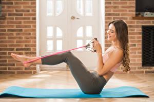 Fotos & Bilder Polina Kadynskaya, Georgia Fitness Braunhaarige Lächeln Bein Mädchens