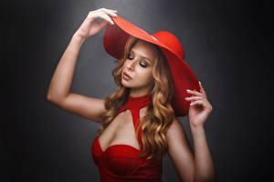 Bilder Pose Der Hut Hand Kleid Make Up Haar Mädchens