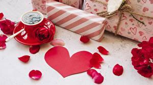 Bureaubladachtergronden Roos Valentijnsdag Koffie Hartje Kroonbladeren Cadeau