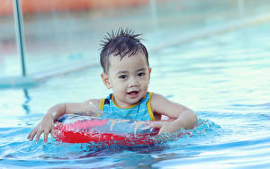 Pictures Water Boys Pools Glance Swimming child