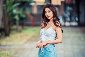 Bilder Asiaten Braunhaarige Unterhemd Starren Bokeh junge Frauen