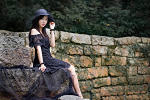 Fotos Asiatisches Brünette Bokeh Kleid Der Hut Hand Sitzend Mädchens