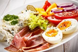 Desktop hintergrundbilder Speck Tomaten Topfen Weißkäse Quark Hüttenkäse Eier Frühstück Lebensmittel
