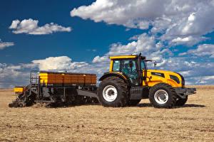 Hintergrundbilder Acker Landwirtschaftlichen Maschinen Wolke Traktoren Valtra BH