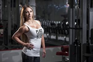 Bureaubladachtergronden Fitness Poseren Handen Mouwloos shirt Kijkt Woorden Engelse Jonge_vrouwen