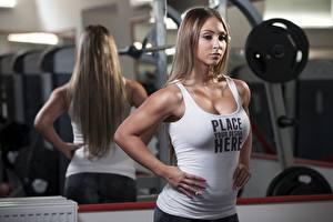 Hintergrundbilder Fitness Spiegelt Braune Haare Hand Unterhemd Text Englisches junge Frauen