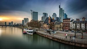 Fotos Deutschland Frankfurt am Main Gebäude Fluss Waterfront Stadtstraße Städte