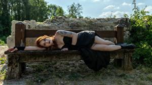 Bilder Gothic Fantasy Bank (Möbel) Braune Haare Liegt Tätowierung Kleid Bein Boots Mädchens