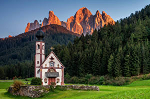 Fotos Italien Berg Kirchengebäude Alpen Sankt Johann in Ranui, Dolomites
