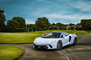 Sfondi desktop McLaren Bianco 2020 McLaren GT Auto