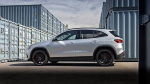Papel de Parede Desktop Mercedes-Benz Crossover Prata cor Metálico Lateralmente GLA 45 S 4MATIC, Worldwide H247, 2020 carro