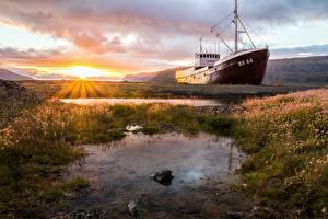 Bilder Sonnenaufgänge und Sonnenuntergänge Schiff Lichtstrahl Gras Sonne Natur