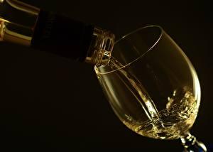 Wallpaper Wine Closeup Stemware Black background