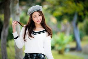 Bilder Asiaten Bokeh Braune Haare Lächeln Starren Hand junge Frauen