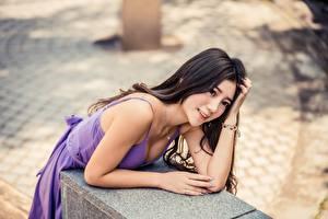 Hintergrundbilder Asiatische Brünette Bokeh Blick Lächeln Hand Mädchens