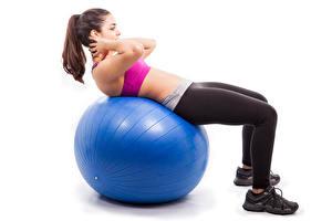 Sfondi desktop Fitness Pallone Blu colori Ragazza capelli castani Le gambe Sfondo bianco Allenamento fisico ragazza Sport