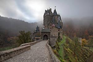 Hintergrundbilder Deutschland Burg Gebirge Turm Bäume Nebel Eltz Castle Natur