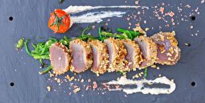 Fotos & Bilder Schinken Tomate Grauer Hintergrund Geschnitten Lebensmittel