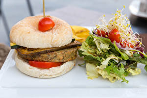 Fotos Hamburger Brötchen Frikadelle Gemüse Tomate das Essen