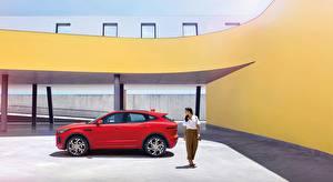 壁纸、ジャガー - 自動車、赤、メタリック塗、側面図、クロスオーバー、E-Pace, R-Dynamic, First Edition, 2017、自動車、
