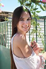 Hintergrundbilder Lächeln Süßes Starren Leona Mia junge frau