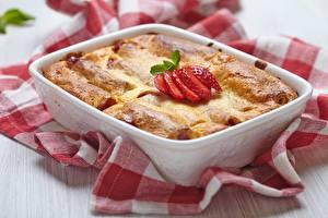 Sfondi desktop Torta al forno Fragole Tavolo