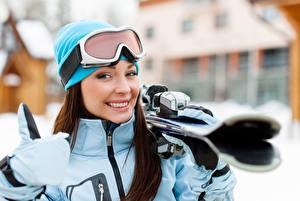 Bilder Skisport Starren Lächeln Mütze Brille Bokeh Sport Mädchens