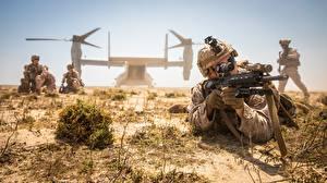 Desktop hintergrundbilder Soldaten Landetruppen Gewehr Wandelflugzeug Amerikanisch Militär
