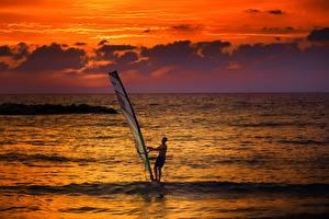 Hintergrundbilder Morgendämmerung und Sonnenuntergang Mann Meer Surfen Horizont Windsurfing sportliches