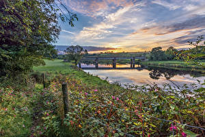 Bilder Vereinigtes Königreich Flusse Brücke Bäume Gras Tyrone, Northern Ireland Natur