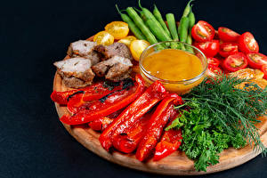 Fondos de escritorio Verdura Pimiento Tomate Eneldo Carne de cerdo Tabla de cortar Alimentos